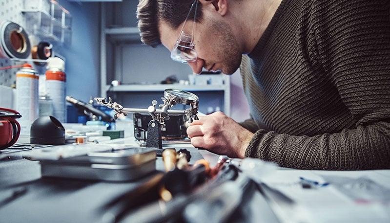 repairing-circuit-board-2